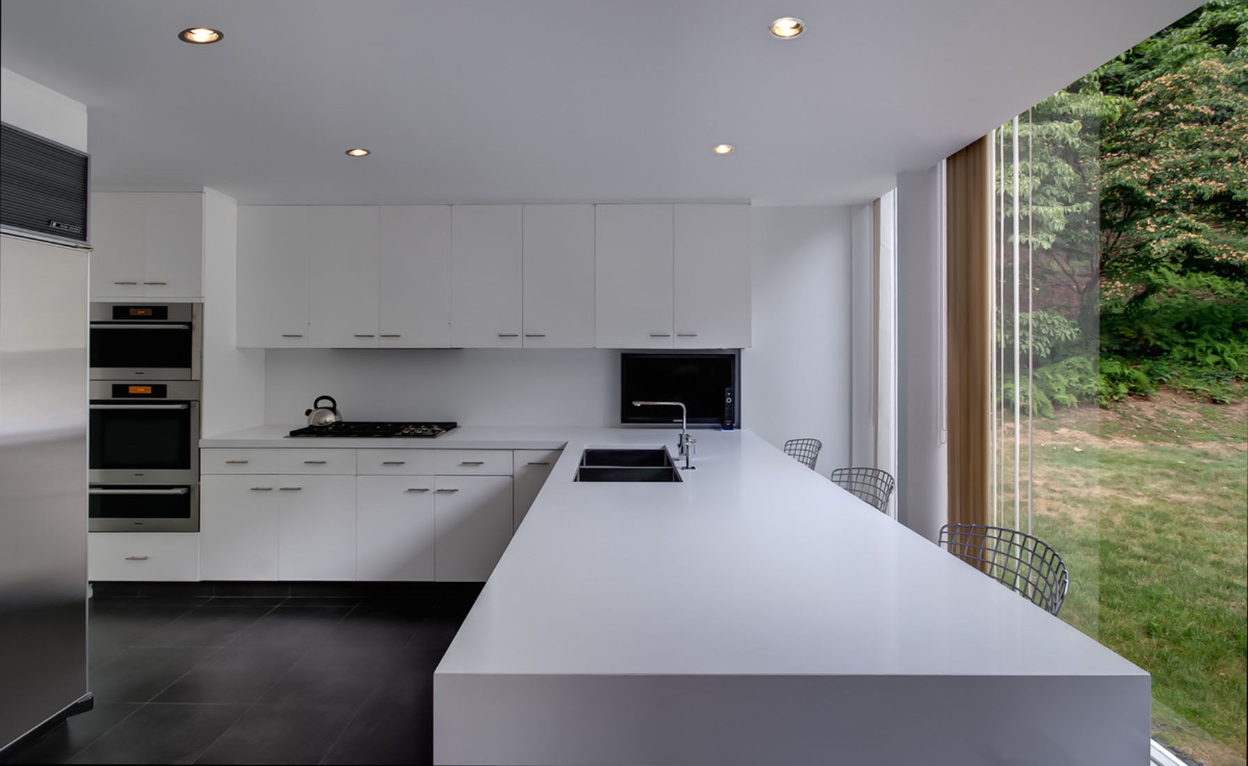 Contemporary kitchen design all white in the kitchen for Modern house kitchen