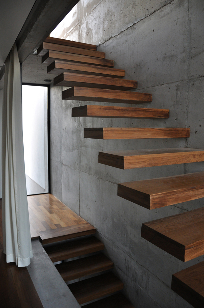 Gentil Design Is Inthe Details: Cantilevered Stairs