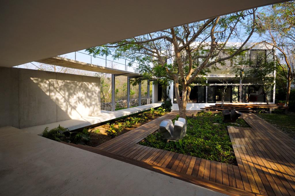 Modern Courtyard Design - Garden Ideas