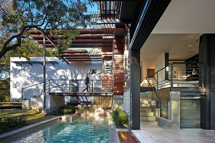 Contemporary Pool Design - Green lantern House