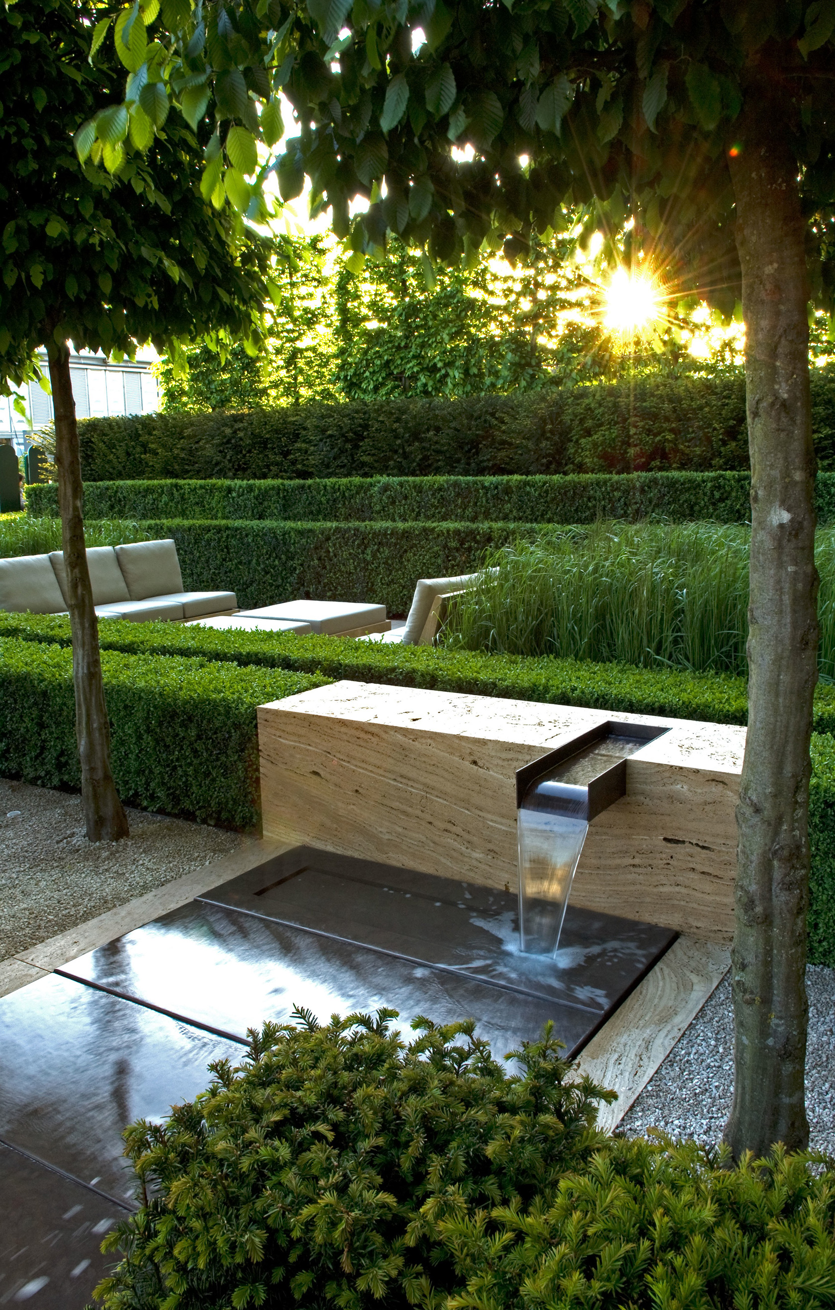 Contemporary landscapes modern gardens inspiration for for Top garden designers