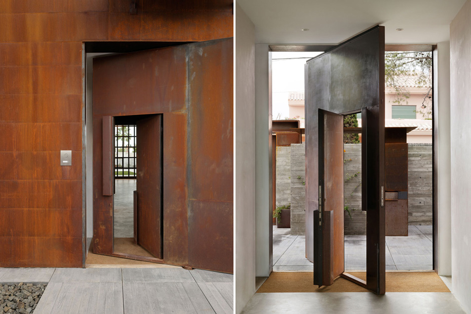 Residential Design Inspiration: Large Pivot Doors - Studio ...