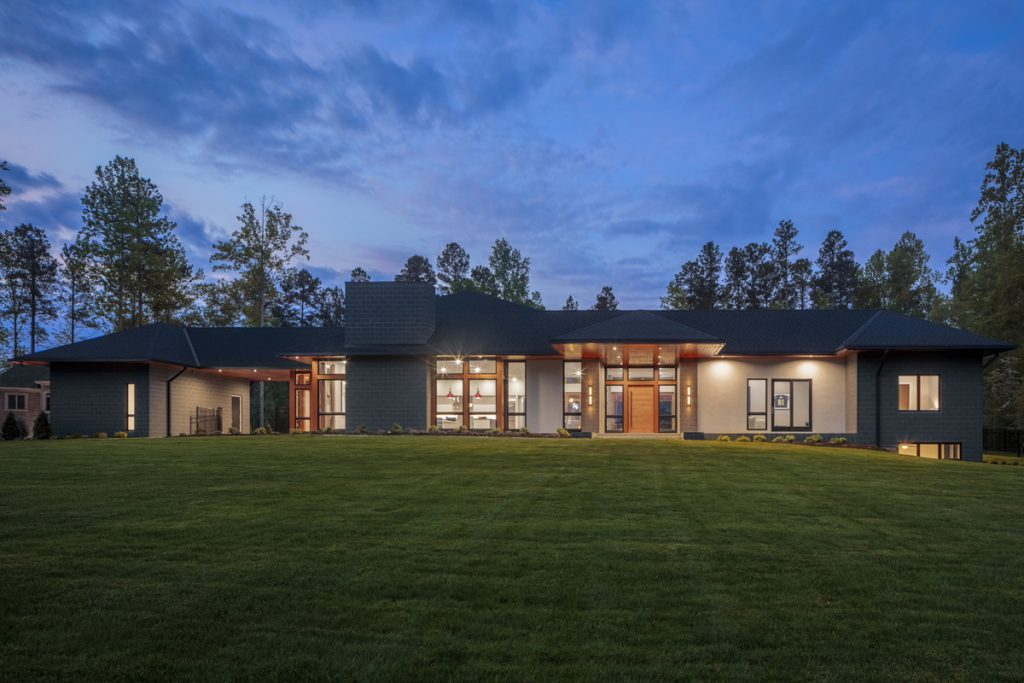Modern Residence in Lake Wylie by Studio MM Architect